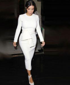 8- robe cintrée chic blanche col rond avec ceinture Kim Kardashian - Latina Mode